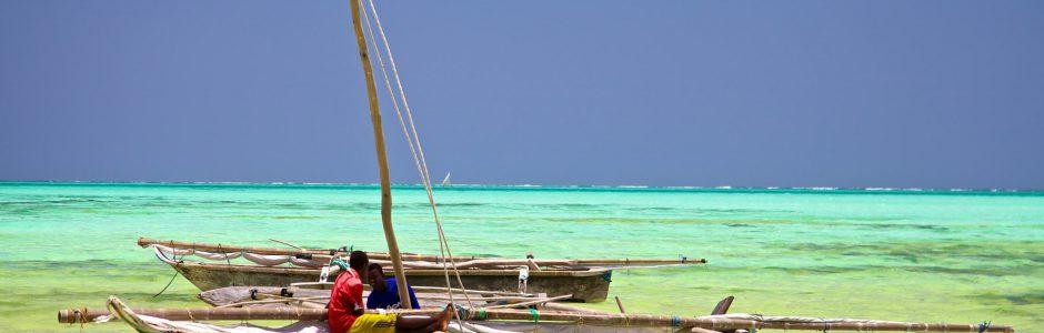 Zanzibar: Preparing for the day's fishing (c) GRID Arendal/ Yannick Beadoin 2013